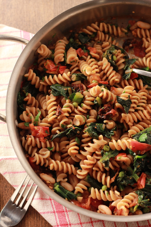 Rotini Pasta With Fresh Tomatoes Kale And Peas Nourish Yourself Now