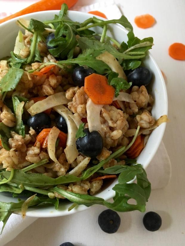 Farro, Arugula, Fennel & Blueberrie Salad/nourishyourselfnow.com