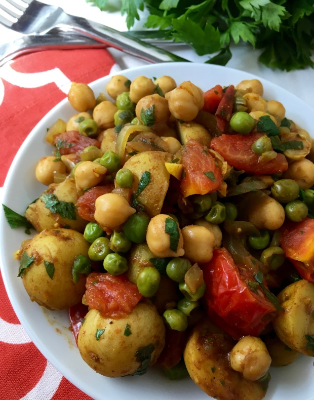 indian-curry-beans&potatoes/nourishyourselfnow.com